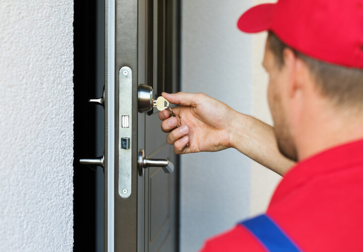 What are the typical hours that a locksmith work?