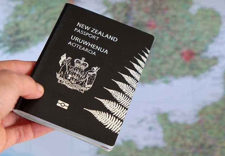 Is it allowed for a New Zealand PR holder to work in Australia without a visa?