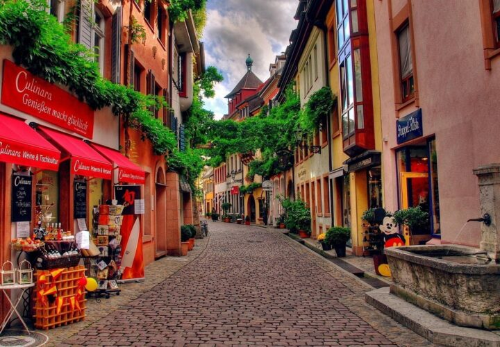 THE CHARM OF PICTURESQUE, EUROPEANS STREETS