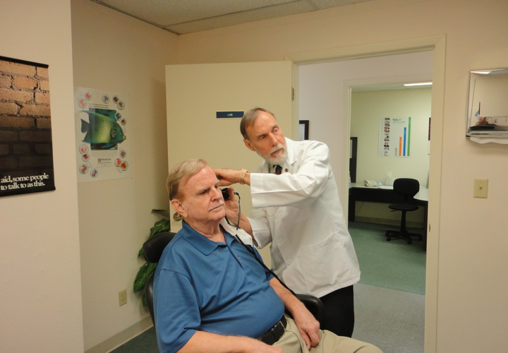 Factors That Help Determine If You Should Use Hearing Aids