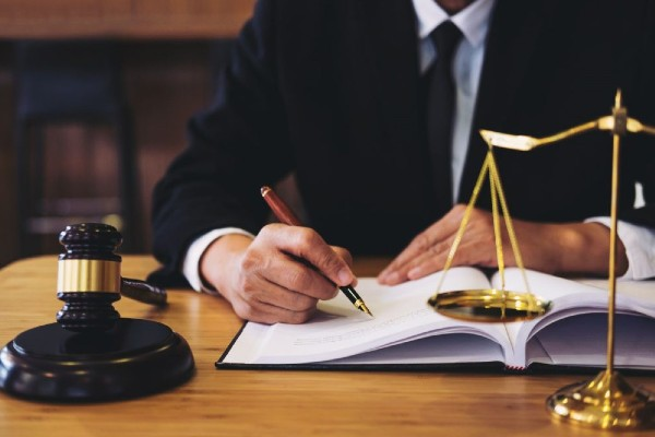 Financing And Credit Debt Made Easier With The Aid Of Bankruptcy Lawyers
