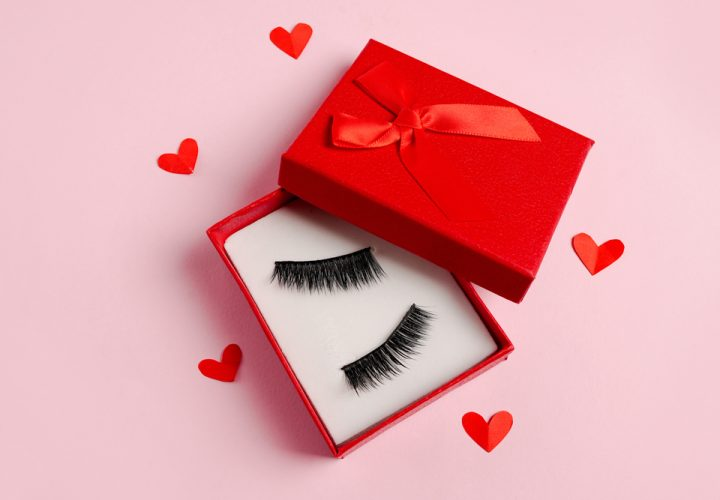 ACCENTUATE YOUR EYE-MAKEUP WITH ELEGANT LASHES