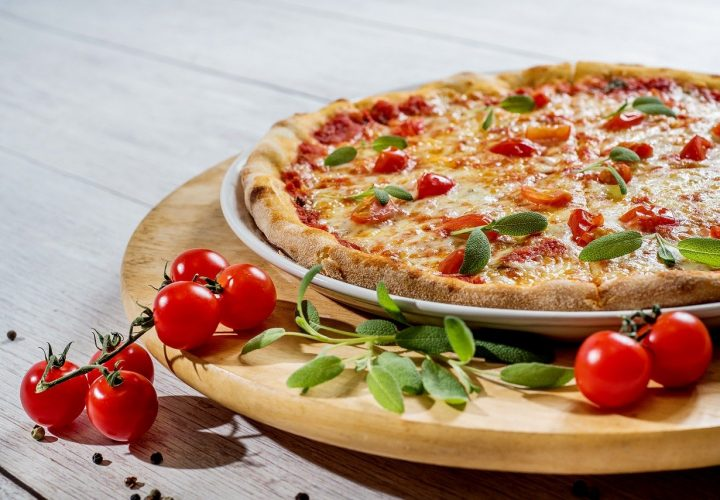 SEVEN TYPES OF CANADIAN PIZZA TOPPINGS THAT WILL BRIGHTEN YOUR MOOD ON A BUSY WEEKDAY